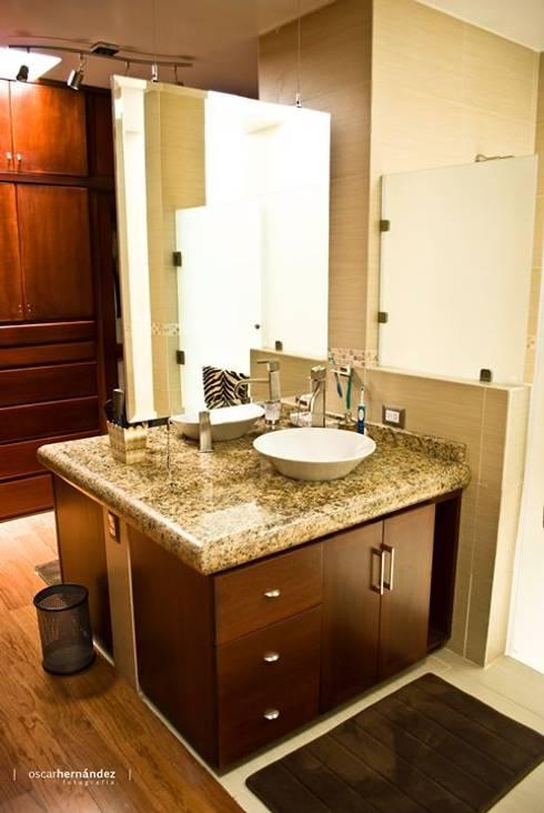 Casa Habitación - T.I: Baños de estilo  por MATE - ARQUITECTOS