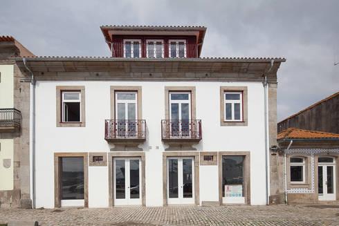 Reabilitação Casa junto ao Rio: Casas minimalistas por Marques Franco Arquitectos