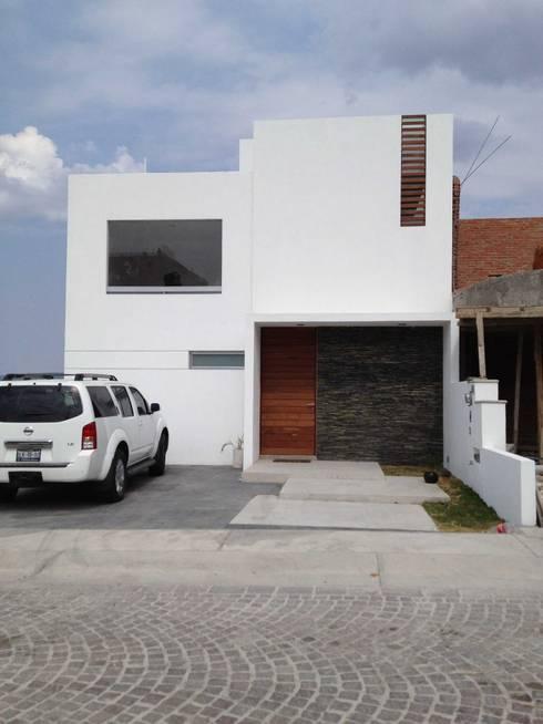 Casas de estilo  por SANTIAGO PARDO ARQUITECTO