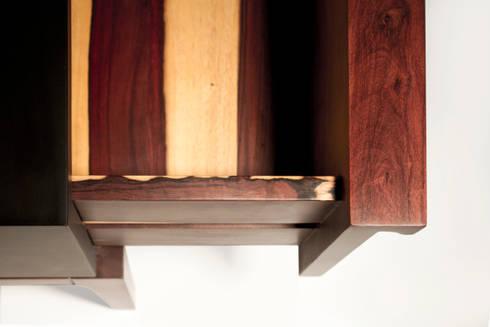 ITZ: Salas de estilo moderno por ITZ Mayan Wood Furniture