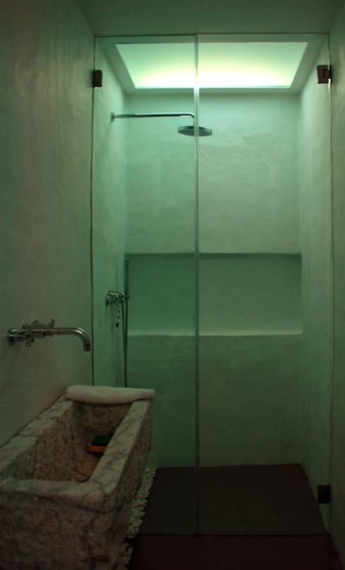Projekty,  Łazienka zaprojektowane przez Visual Stimuli