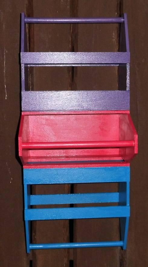 wandregal aus bierkisten f r z b t cher von farbenreich. Black Bedroom Furniture Sets. Home Design Ideas