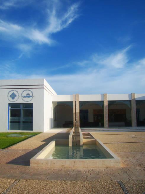 HACIENDA MAYAB: Escuelas de estilo  por STUDIO 360