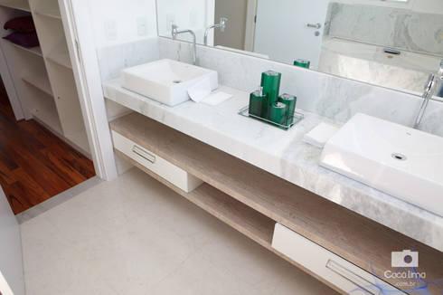 Casa : Banheiros modernos por Livia Tavares - Homify