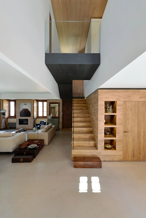 Pasillos y recibidores de estilo  por Ricardo Moreno Arquitectos
