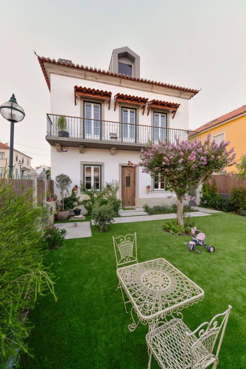 Ricardo Moreno Arquitectos: modern tarz Bahçe