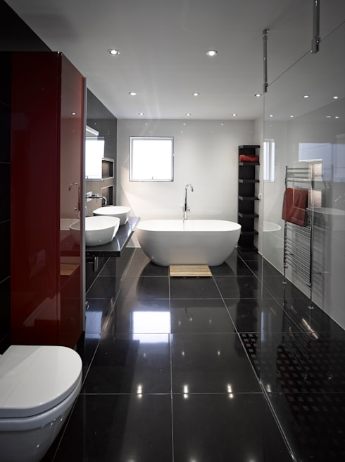 Nicol Lodge:  Bathroom by ID Architecture