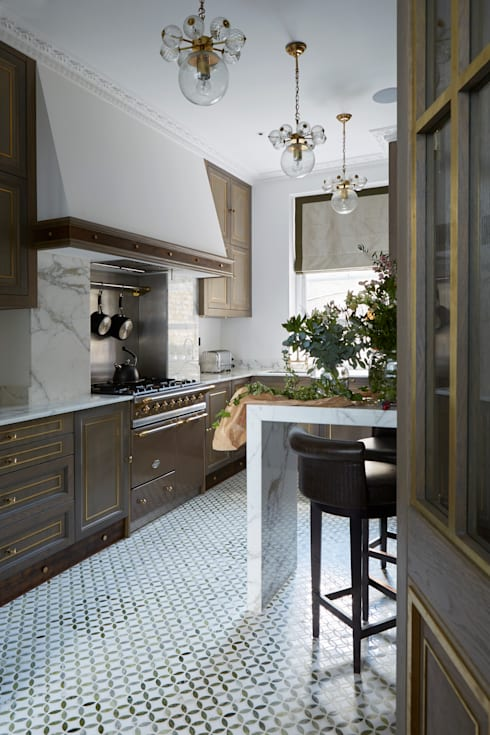 Fulham:  Kitchen by Rebecca James Studio