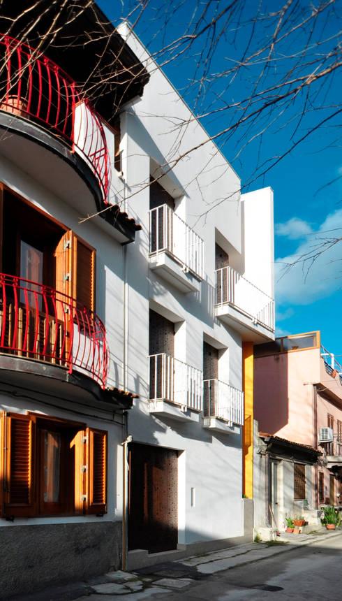 Casas de estilo moderno de Moduloquattro Architetti Associati