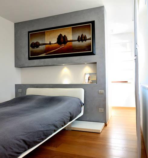 house e_f: Camera da letto in stile  di Federico Pisani Architetto