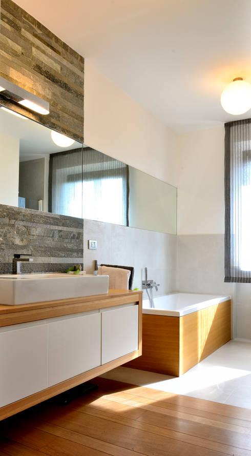 house e_f: Bagno in stile  di Federico Pisani Architetto