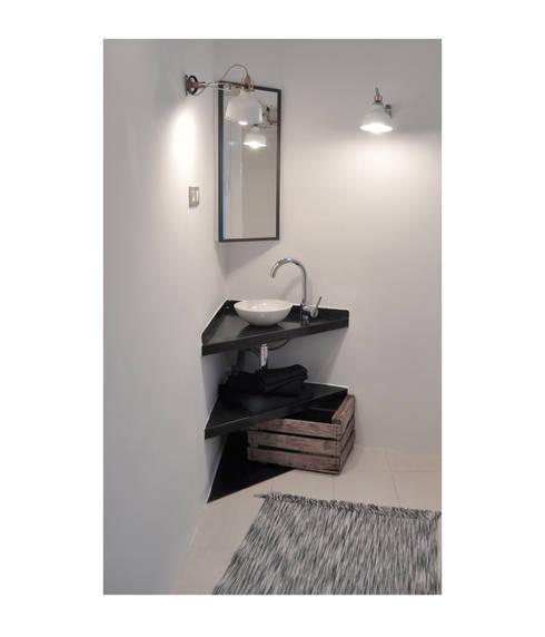 BS6: Baños de estilo escandinavo de SUIN design studio