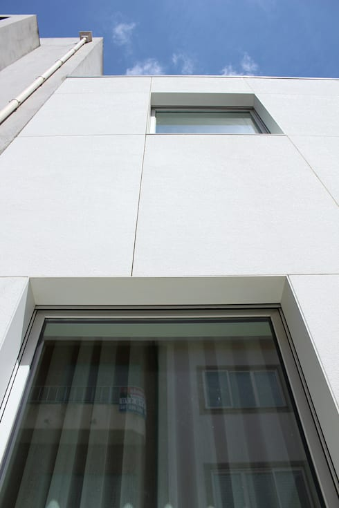 HOUSE NM_PÓVOA DE VARZIM_2015: Casas minimalistas por PFS-arquitectura