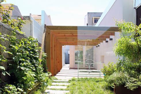 HOUSE NM_PÓVOA DE VARZIM_2015: Jardins minimalistas por PFS-arquitectura