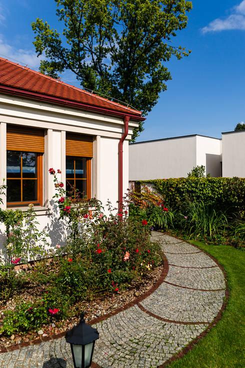 Dom w Bielicach: styl , w kategorii Domy zaprojektowany przez Gzowska&Ossowska Pracownie Architektury Wnętrz