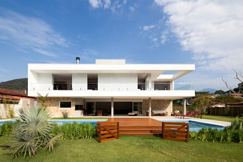 Casa Guaecá : Casas modernas por Conrado Ceravolo Arquitetos