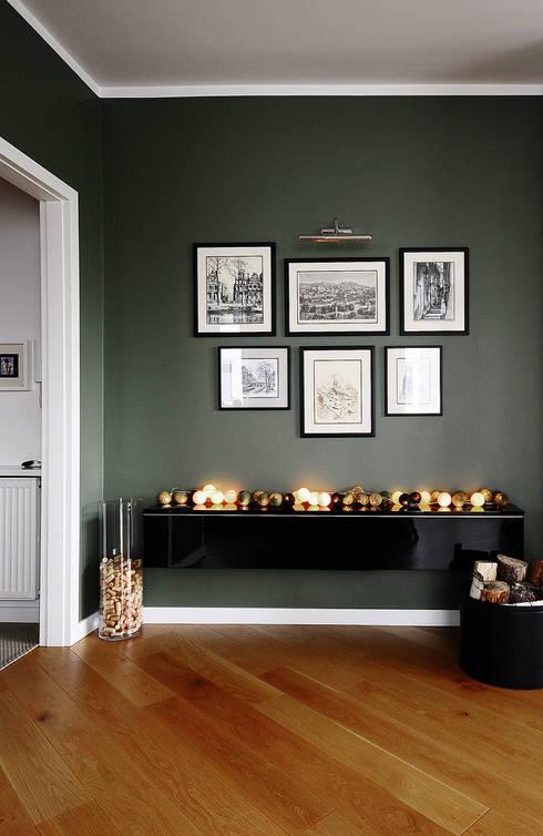 Ruang Keluarga by IDeALS | interior design and living store