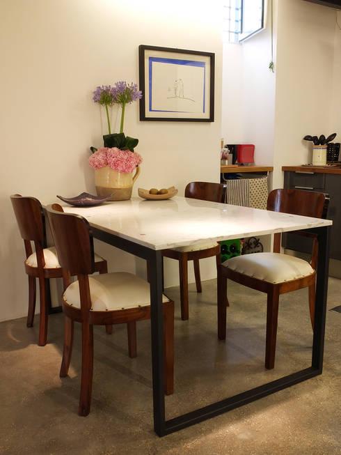 Casa Incorciata: Sala da pranzo in stile  di Ossigeno Architettura