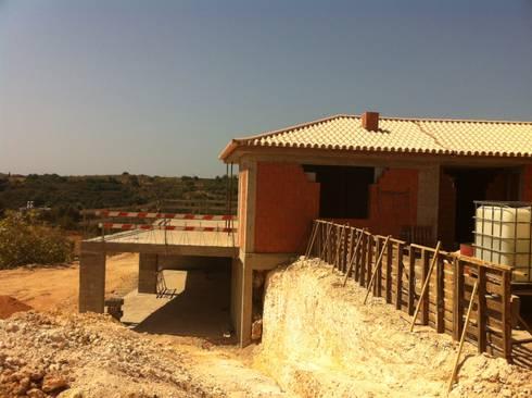 Em construção:   por Arqnow, Unipessoal, Lda