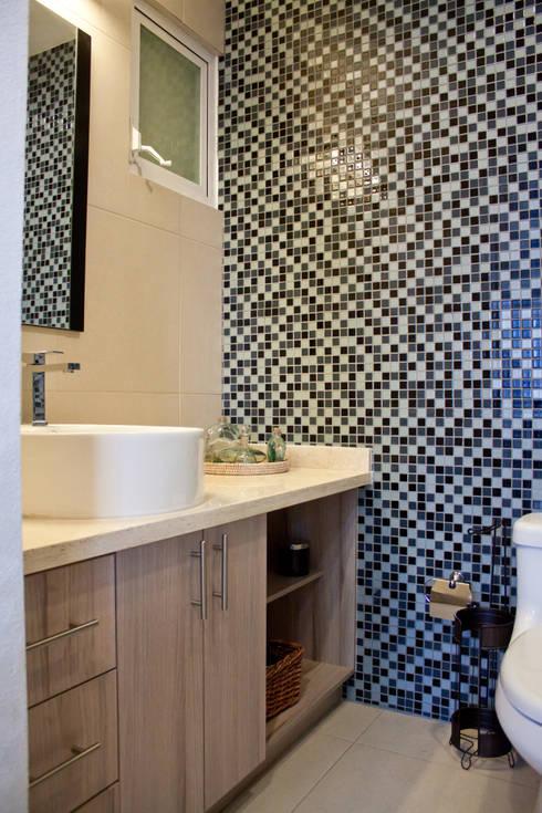 Mobiliario para baño: Vestidores y closets de estilo minimalista por Avianda Kitchen Design