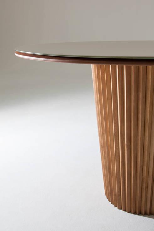 Mesa de Jantar   Linha Lara: Sala de jantar  por estudiobola