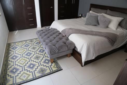 Tapetes: Recámaras de estilo moderno por Casa Porfiria