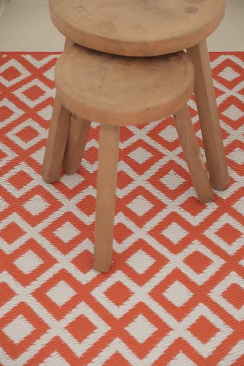 Tapetes: Vestíbulos, pasillos y escaleras de estilo  por Casa Porfiria