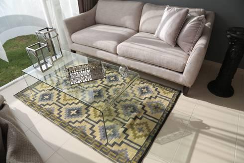 Tapetes: Salas de estilo moderno por Casa Porfiria