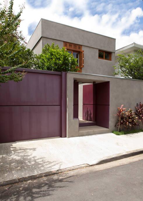 Casa Santa Cristina: Casas modernas por Bruschini Arquitetura