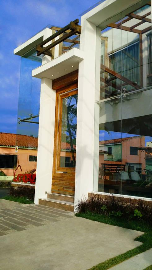 ESPAÇO LA CAZA / SEDE SIMONE FLORES ARQUITETOS & ASSOCIADOS: Edifícios comerciais  por Simone Flores Arquitetos & Associados