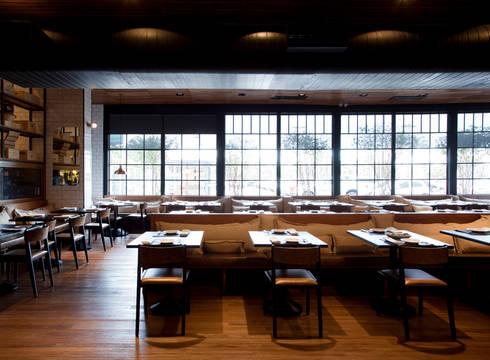 Casa de Carnes Cortés: Espaços gastronômicos  por Bruschini Arquitetura