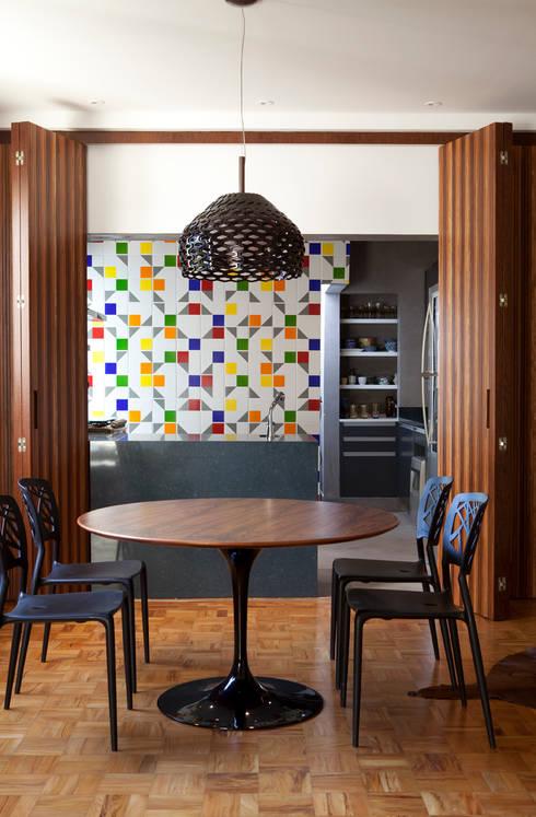 Apartamento Gabriel Monteiro da Silva: Cozinha  por Bruschini Arquitetura