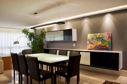 Jantar P&B: Salas de jantar modernas por Leticia Sá Arquitetos