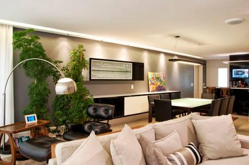 O melhor de dois mundos: Salas de jantar modernas por Leticia Sá Arquitetos