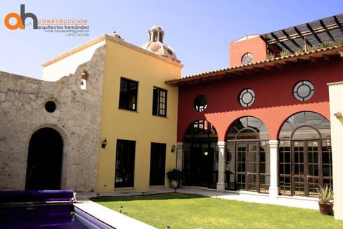 CASA GARCÍA.: Casas de estilo ecléctico por AH Arquitectos Hernandez