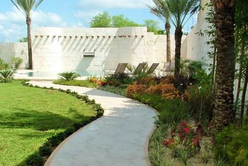 CASA WKT: Jardines de estilo moderno por EcoEntorno Paisajismo Urbano