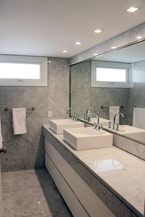 Departamento Cavia: Baños de estilo  por DDC.ARQ