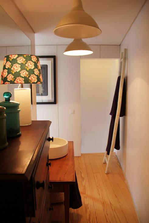 T3 em Massarelos: Casas de banho modernas por MOOPI - Arch + Interiors