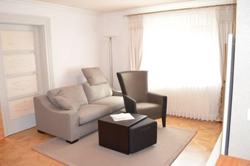 Sitzecke Wohnzimmer Mit Teppich Und Fensterdeko