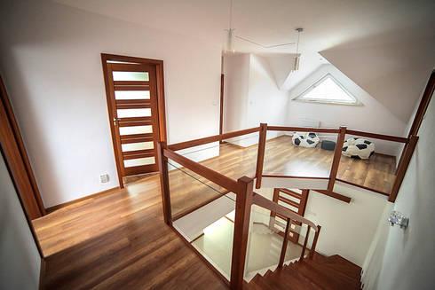 modern Corridor, hallway & stairs by Biuro Projektów MTM Styl - domywstylu.pl