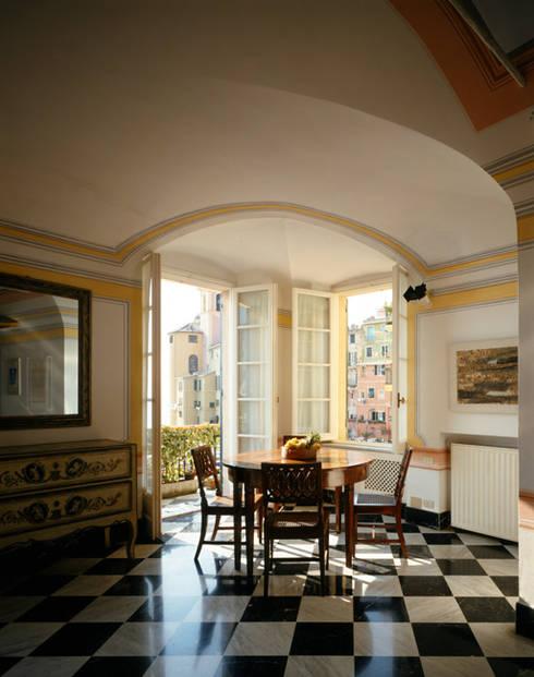 Salones de estilo  de VITTORIO GARATTI ARCHITETTO