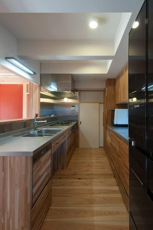 キッチン: shu建築設計事務所が手掛けたキッチンです。