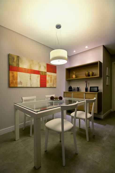 Apartamento Sumaré – SP: Salas de jantar rústicas por Juliana Conforto