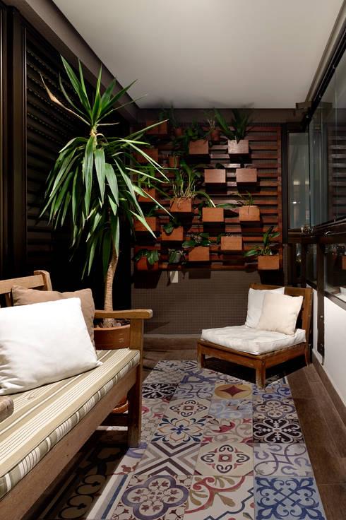 Apartamento Sumaré - SP: Terraços  por Juliana Conforto