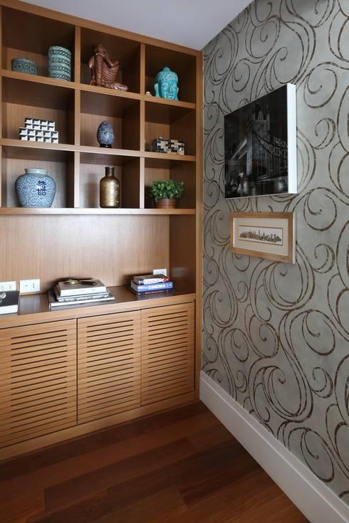 Apto em SP: Escritórios  por Danielle Tassi Arquitetura e Interiores