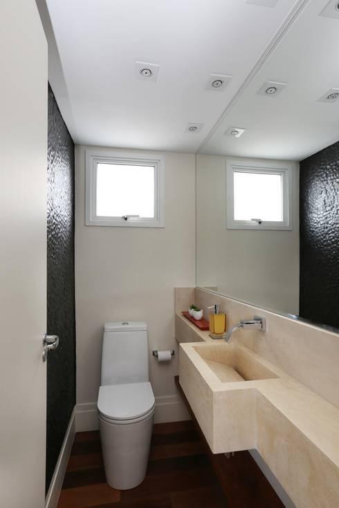 Bathroom by Danielle Tassi Arquitetura e Interiores