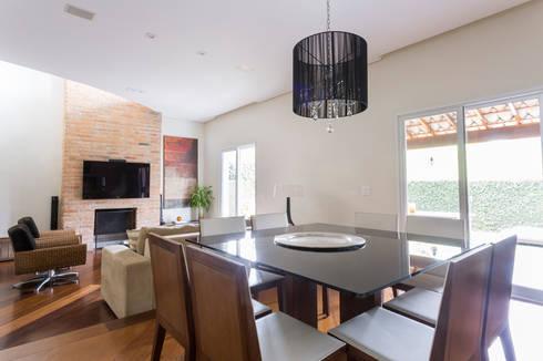 Casa Residencial SP: Salas de jantar modernas por Danielle Tassi Arquitetura e Interiores