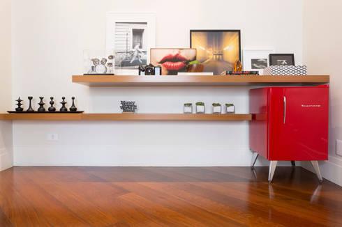 Casa Residencial SP: Corredores e halls de entrada  por Danielle Tassi Arquitetura e Interiores