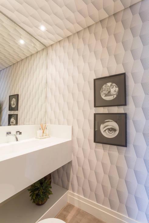 Casa Residencial SP: Banheiros modernos por Danielle Tassi Arquitetura e Interiores