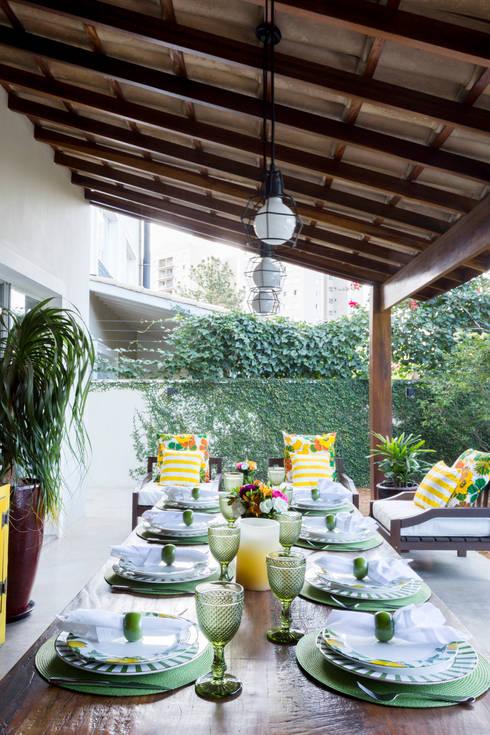 Casa Residencial SP: Terraços  por Danielle Tassi Arquitetura e Interiores